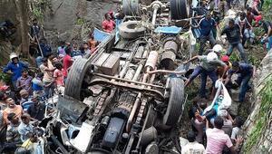 Katliam gibi kaza: Yolcu otobüsü uçuruma yuvarlandı