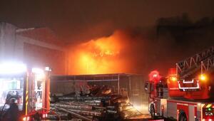 Sakaryada mobilyacılar çarşısında çıkan yangında 5 iş yeri kül oldu