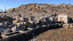 Karsta 86 yıllık taş çeşme