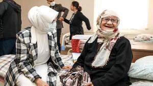 Vali Bilmezin eşi Meral Bilmez, yaşlı kadınları unutmadı
