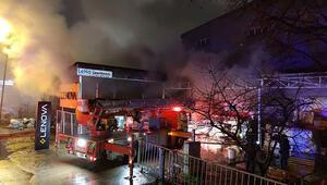 Bursada mobilya ve tekstil fabrikalarında çıkan yangın kontrol altına alındı