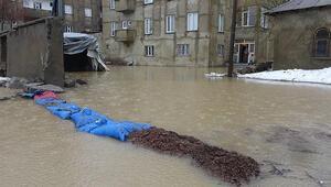 Yüksekovada sel; evler su altında kaldı