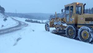 Eskişehir'de etkili olan kar, yolları kapattı
