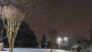 İstanbulun yüksek kesimlerinde kar yağışı Trafik yoğunluğu artıyor