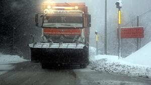 Bolu Dağında yoğun kar yağışı hayatı olumsuz etkiliyor