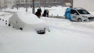 Yozgatta köy yolları kapandı, okullar tatil edildi