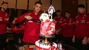 Ozan Kabakın doğum günü milli takım kampında kutlandı