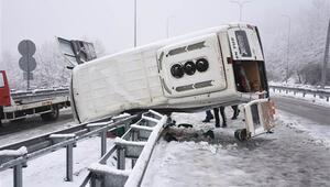 Bartında tünel işçilerini taşıyan servis minibüsü devrildi: 11 yaralı