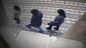 Sultangazide aynı gün iki evden hırsızlık yapan 3 kadın şüpheli kamerada
