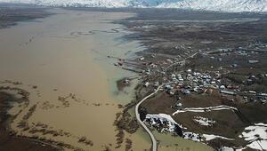 Hakkaride sular altında kalan Yüksekova, havadan görüntülendi