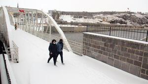 Ardahan'da, mart sonu kar yağışı