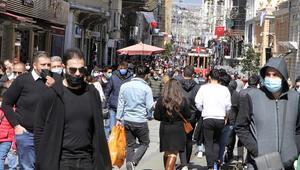 İstanbulda kısıtlamasız cumartesi yoğunluğu İnsan seli var... Trafik yoğunluğu artıyor