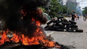 Myanmarda sokaklar karıştı 100den fazla gösterici hayatını kaybetti