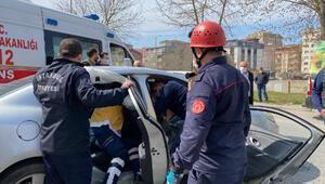 Ataşehirde otomobilde sıkışan kadını itfaiye kurtardı