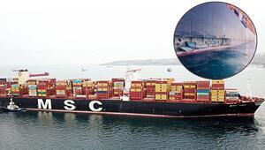 398 metre uzunluğunda dev gemi iskeleye çarptı
