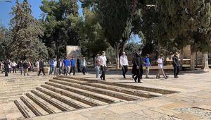 Yüzlerce fanatik Yahudi İsrail polisinin gözetiminde Mescid-i Aksaya baskın düzenledi