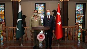Bakan Akar ile Pakistan Genelkurmay Başkanı görüştü