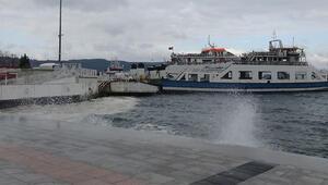 Gökçeada ve Bozcaadada feribot seferlerine poyraz engeli