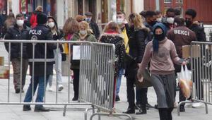 Giresun'da cadde ve sokaklarda insan yoğunluğu