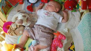 Bebeği sırtüstü yatırmak, ani bebek ölümü sendromu riskini azaltıyor