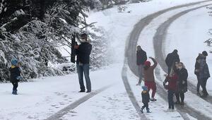 İzmir ve Manisanın yüksek kesimlerine kar etkili oldu