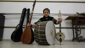 10 yaşında 4 enstrüman çalıyor