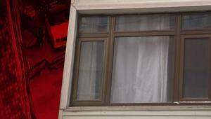 Ev sahibi gelince çareyi pencereden atlamakta buldu