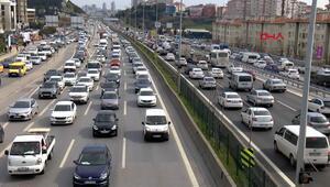 İstanbulda kısıtlama öncesi trafik yoğunluğu yaşanıyor