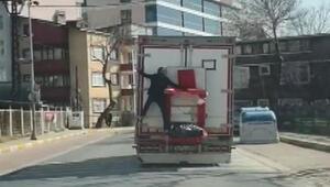 Avcılarda kamyon arkasında tehlikeli yolculuk