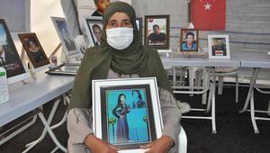 Kızı dağa kaçırılan Suriyeli anne evlat nöbetinde