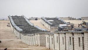 İdlibte çadırda yaşayan Suriyelilere Kızılaydan briket ev