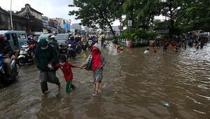 Endonezyada sel felaketi: 20 ölü