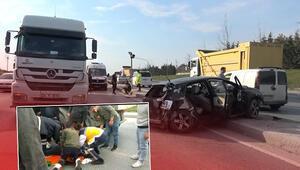 İstanbulda feci kaza... Otomobilin arka camından yola fırladı