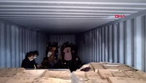 İzmirde bir depoda 1i TIRa yüklü 3 konteynerde kaçak göçmenler yakalandı