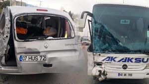 Antalyada yolcu otobüsü ile tarım işçilerinin aracı çarpıştı: 6 yaralı