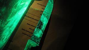 Parmak izi karanlık odada incelenip, suç dosyaları aydınlatılıyor