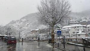 Kosovada Nisan ayında kar sürprizi
