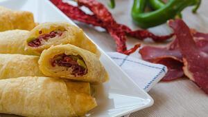 Paçanga böreği tarifi: Ramazan menülerinden paçanga böreği nasıl yapılır