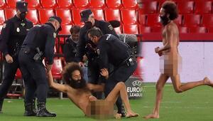 Granada-Manchester United maçında davetsiz misafir Bir anda çıplak bir şekilde sahaya daldı