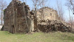 Samsundaki tarihi kiliseyi defineciler talan etti