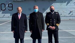 Bakan Akar, Prince of Wales uçak gemisinde incelemelerde bulundu
