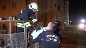 Yangında mahsur kalan kadın ve bebek itfaiye merdiveni ile kurtarıldı