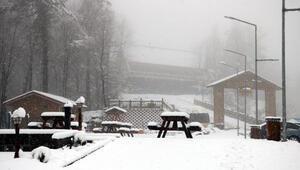 Zonguldak, nisan karı ile bembeyaz