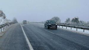 Karabük'te kar yağışı ulaşımı etkiledi