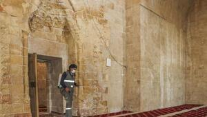 Mardinde ramazan öncesi cami ve medreseler gül suyuyla yıkandı