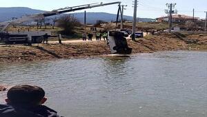 Park halindeyken el freni çekilmeyince baraja düşen kamyonetteki kadın hayatını kaybetti