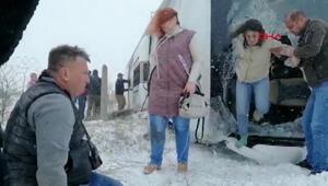 Konya-Aksaray karayolunda iki turist otobüs devrildi