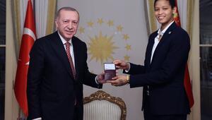 Fenerbahçe'nin Kübalı oyuncusu Vargas, Türk vatandaşlığına geçti