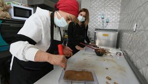 Çocukları için çikolata yapımını öğrendi, şimdi imalathane kurdu