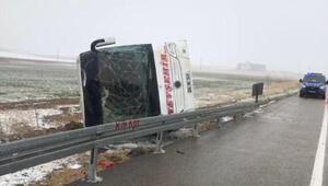 Kırşehirde yolcu otobüsü devrildi: 13 yaralı